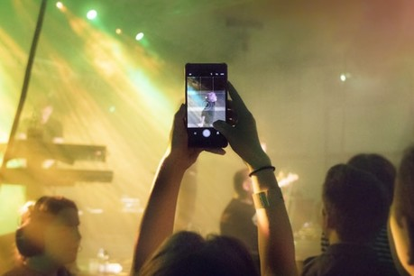 streaming concert phone